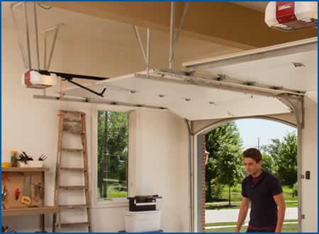 Garage Door Installation and Repairs serving Kewaunee and Manitowoc Wisconsin & Door Openers and Controls | Kewaunee and Manitowoc Areas